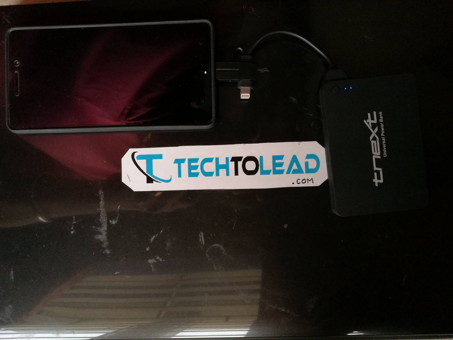 tnext-e4000s-universal-power-bank-with-dual-connectors-1
