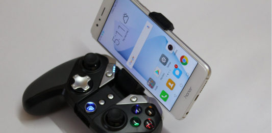 GameSir G4s with built bracket to hold smartphones