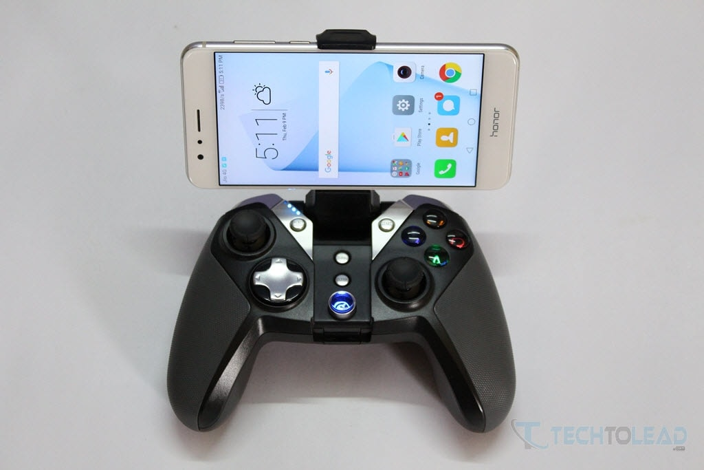 GameSir G4s with builtin bracket for smartphones